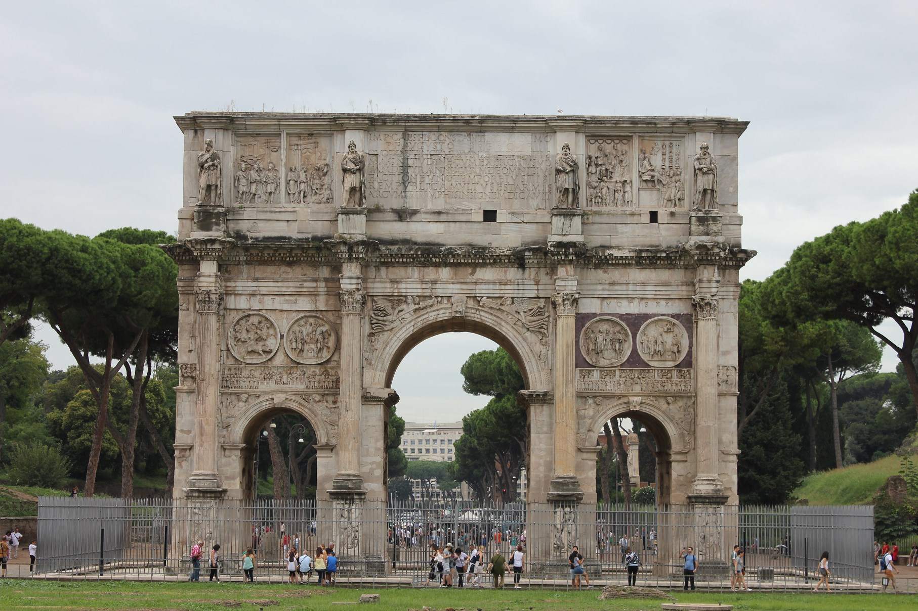 is roma pass worth it Arch of constantine colosseum