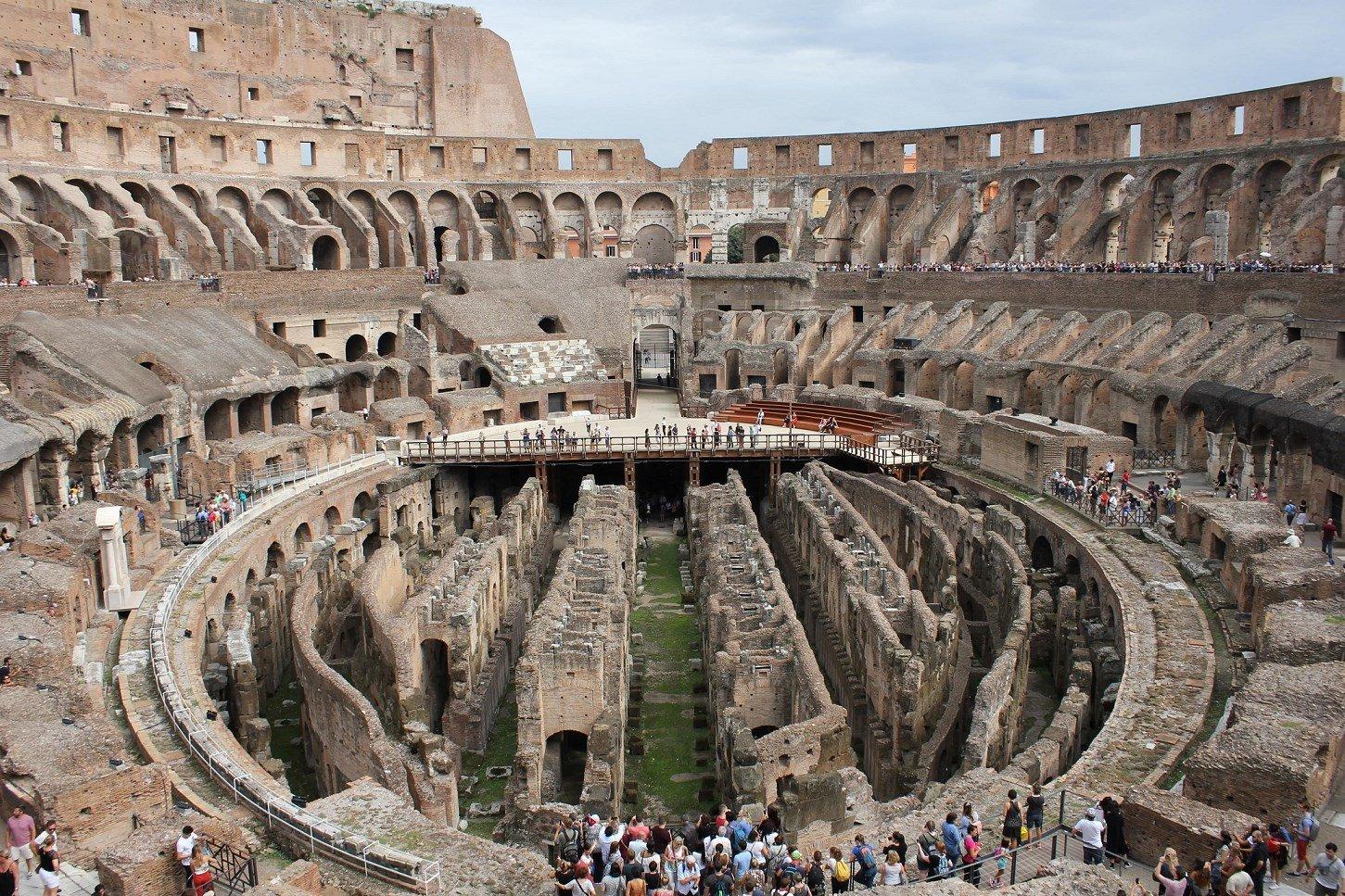 area of gladiator colosseum rome