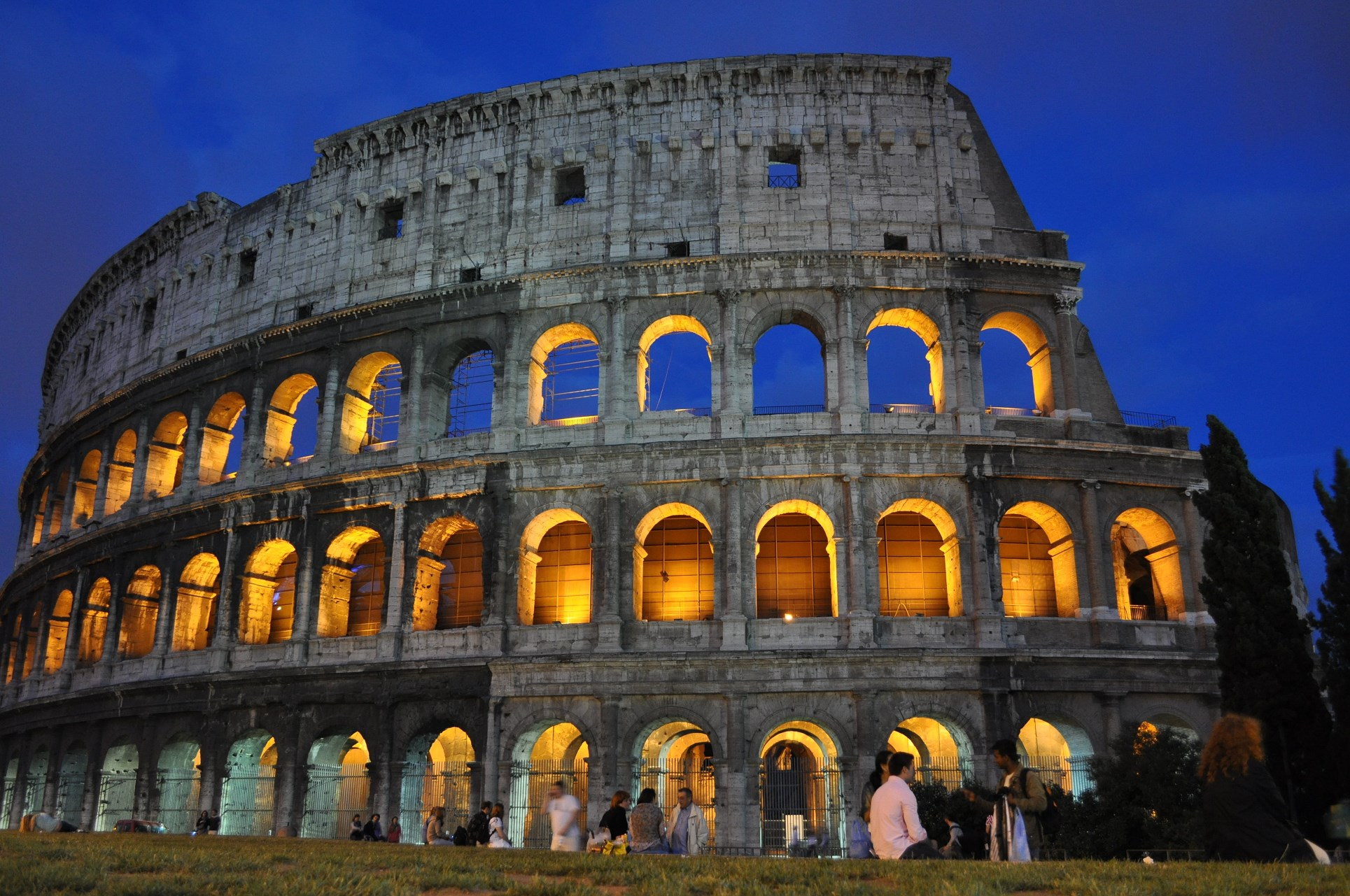 why visiting Colosseum by night