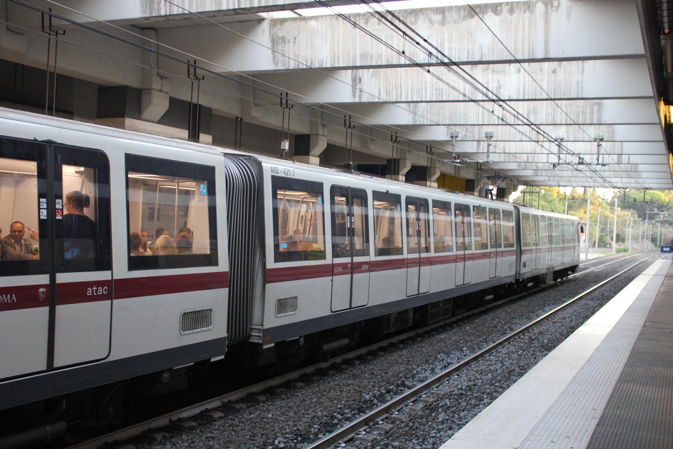 colosseum hours Metro rome