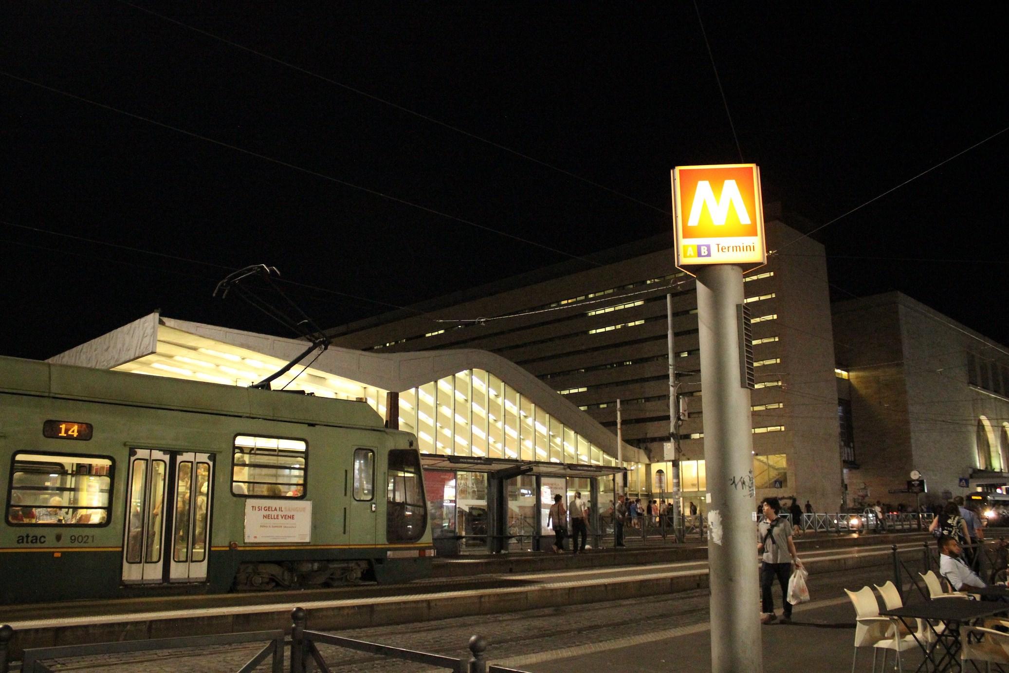 where is the colosseum Metro rome termini