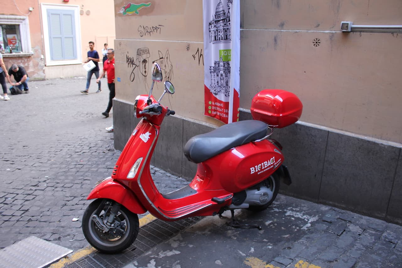 scooter to go the colosseum