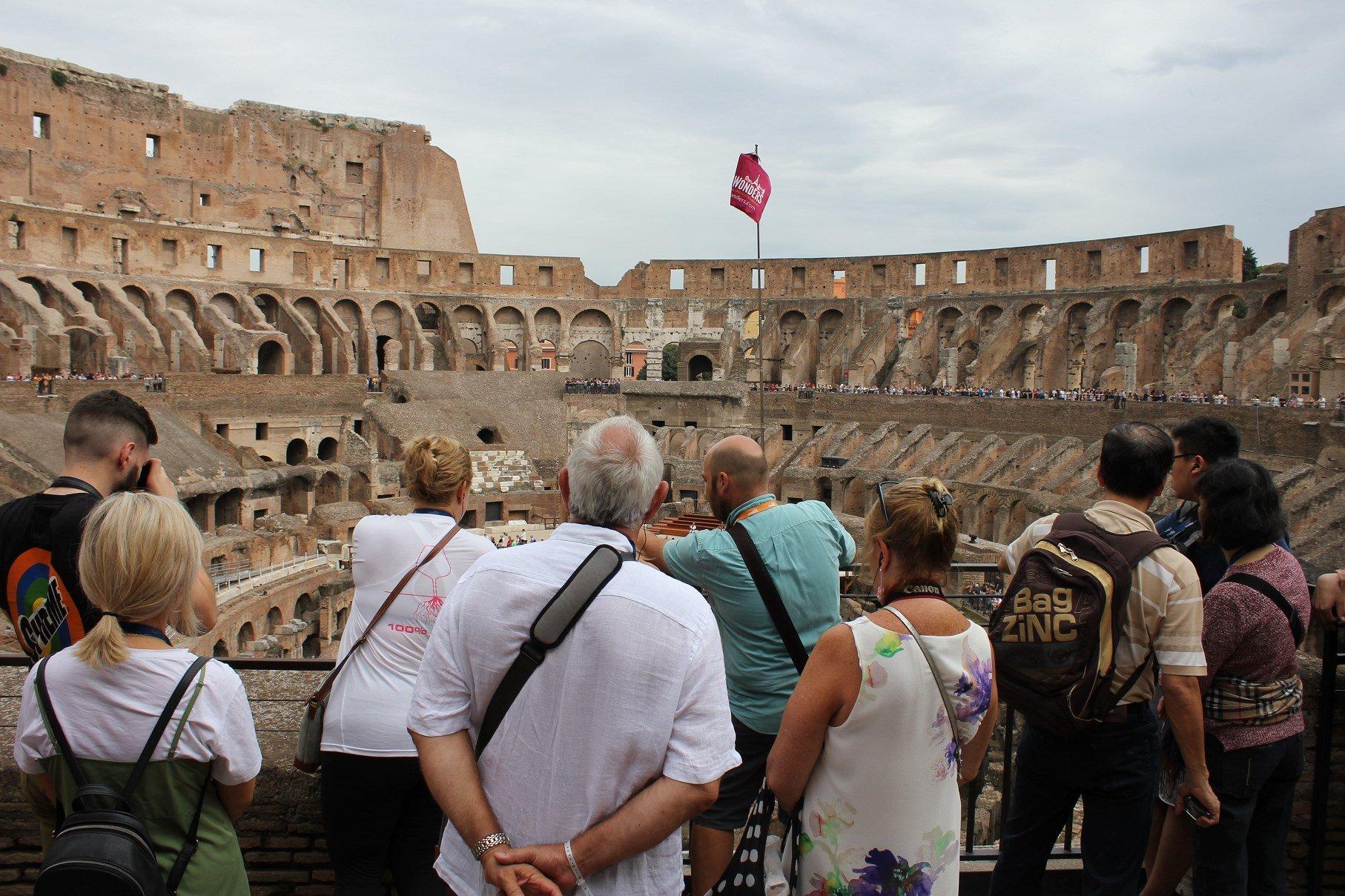 roman forum entrance Colosseum tour group