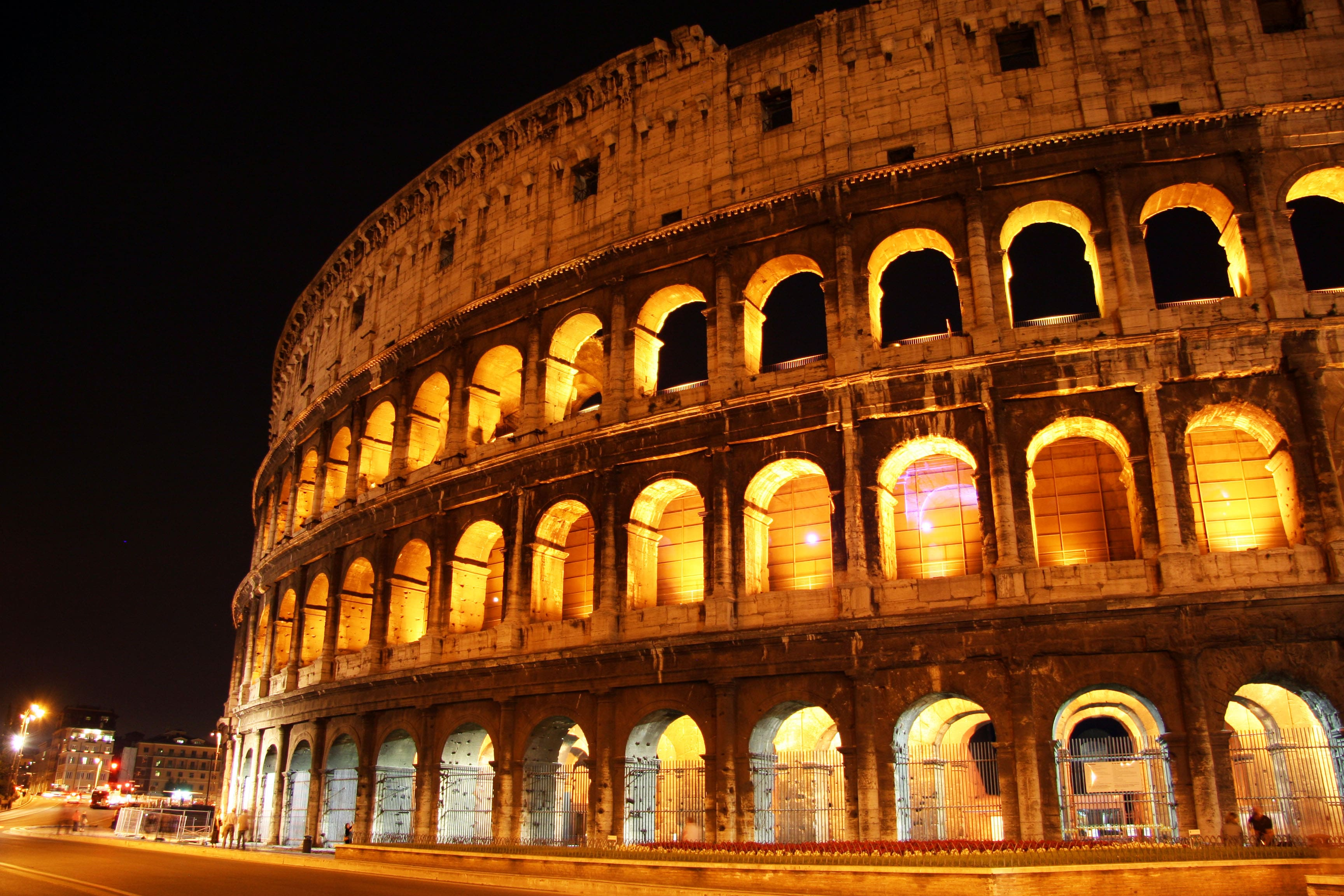 hotels near colosseum rome night