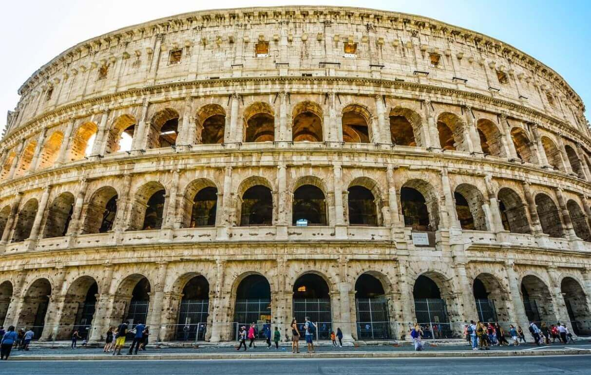 Colosseum height and width in feet