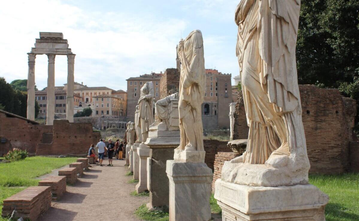 Standing statues Temple of Vesta